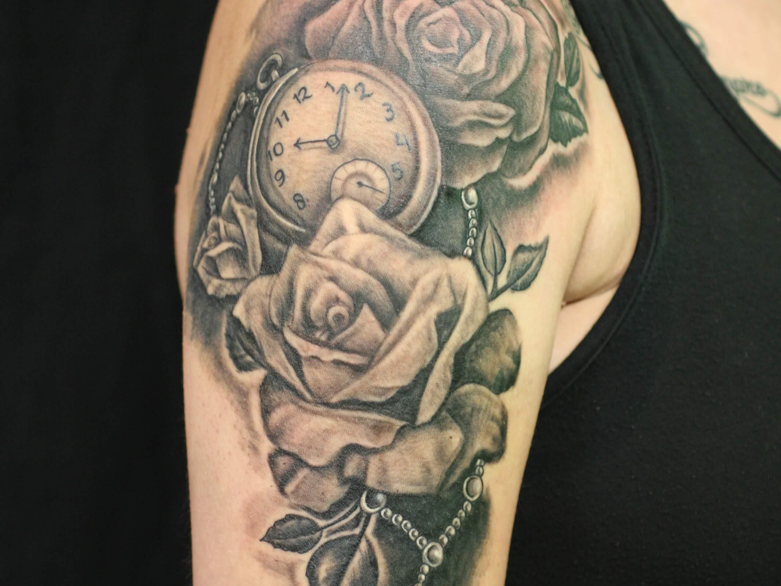 Tattoo Op De Bovenarm