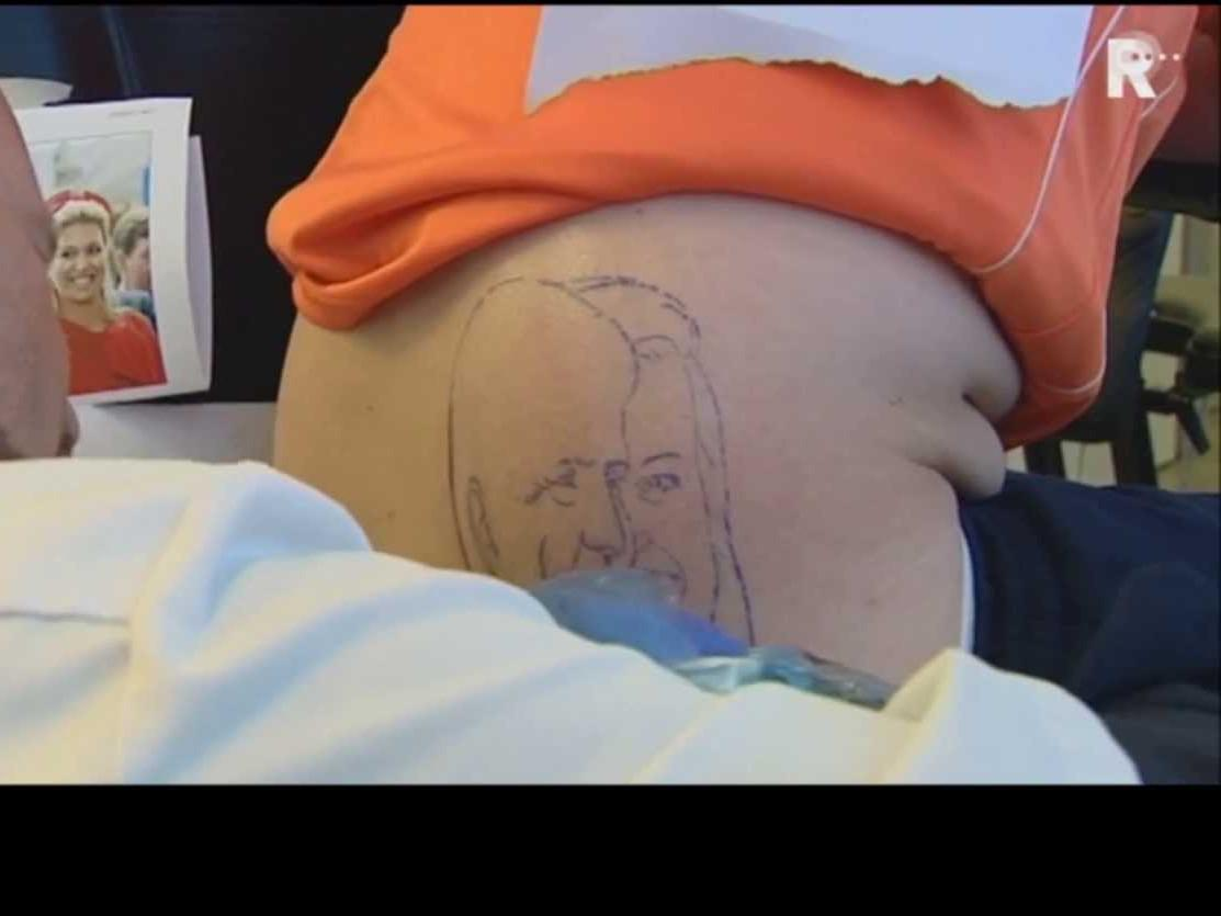 Fragment oranje tattoo bij TV Rijnmond